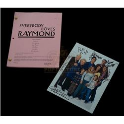 Everybody Loves Raymond (TV) – Production Script & Autographed Photo – V387