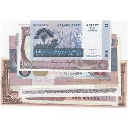 Mi Lot, 10 different banknotes. AUNC/ UNCbr/Belarus, 10000 Rubles,1994; Zambia, 2 Kwacha, 2015; Burm