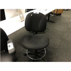 BLACK FABRIC ADJUSTABLE HEIGHT LAB CHAIR, NO ARMS