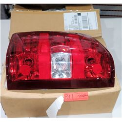 Set of 2: T1CS107MRP 07-13 Silverado 07-14 Sierra 3500HD Tail Light