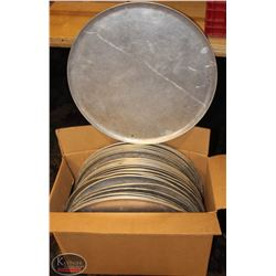 BOX OF APPROX. 30 PIZZA PANS