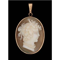 A Carved Shell Cameo Brooch in 14k Gold Pendant