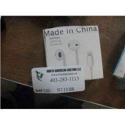 EAR PODS WITH LIGHTNING CONNECTOR