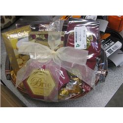 SMALL CHEESE AND CRACKER BASKET