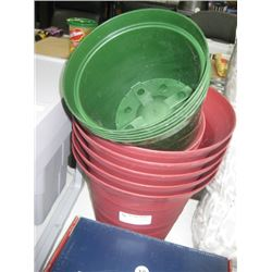15 PC MISC GREEN/ RED PLANTERS