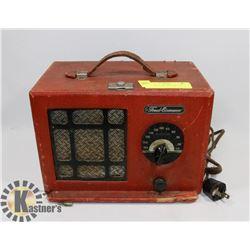 VINTAGE RADIO (POWERS UP)