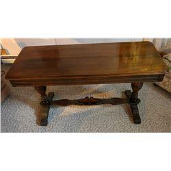Mahogany dining table w/1 leaf