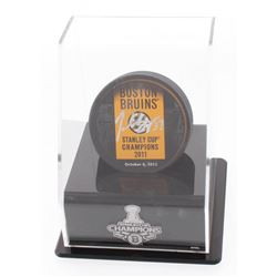 """Patrice Bergeron Signed """"2011 Stanley Cup Champions"""" Boston Bruins Logo Puck with Display Stand (Ber"""
