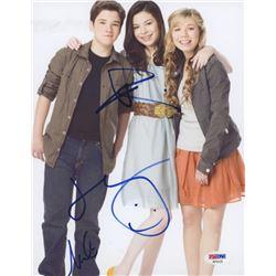 "Miranda Cosgrove, Jennette McCurdy  Nathan Kress Signed ""iCarly"" 8x10 Photo (PSA Hologram)"