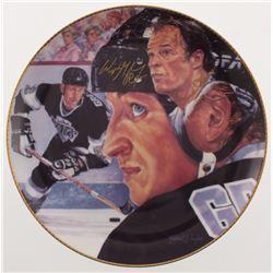 """Wayne Gretzky  Gordie Howe Signed """"The Great One"""" Los Angeles Kings Porcelain Plate (Gartlan Authent"""