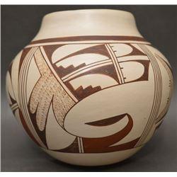 HOPI INDIAN POTTERY JAR (LORETTA NAVASIE)