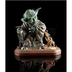 STAR WARS: THE EMPIRE STRIKES BACK - Painted Yoda Model