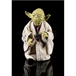 STAR WARS: THE EMPIRE STRIKES BACK - Yoda 1:6 Scale Action Figure