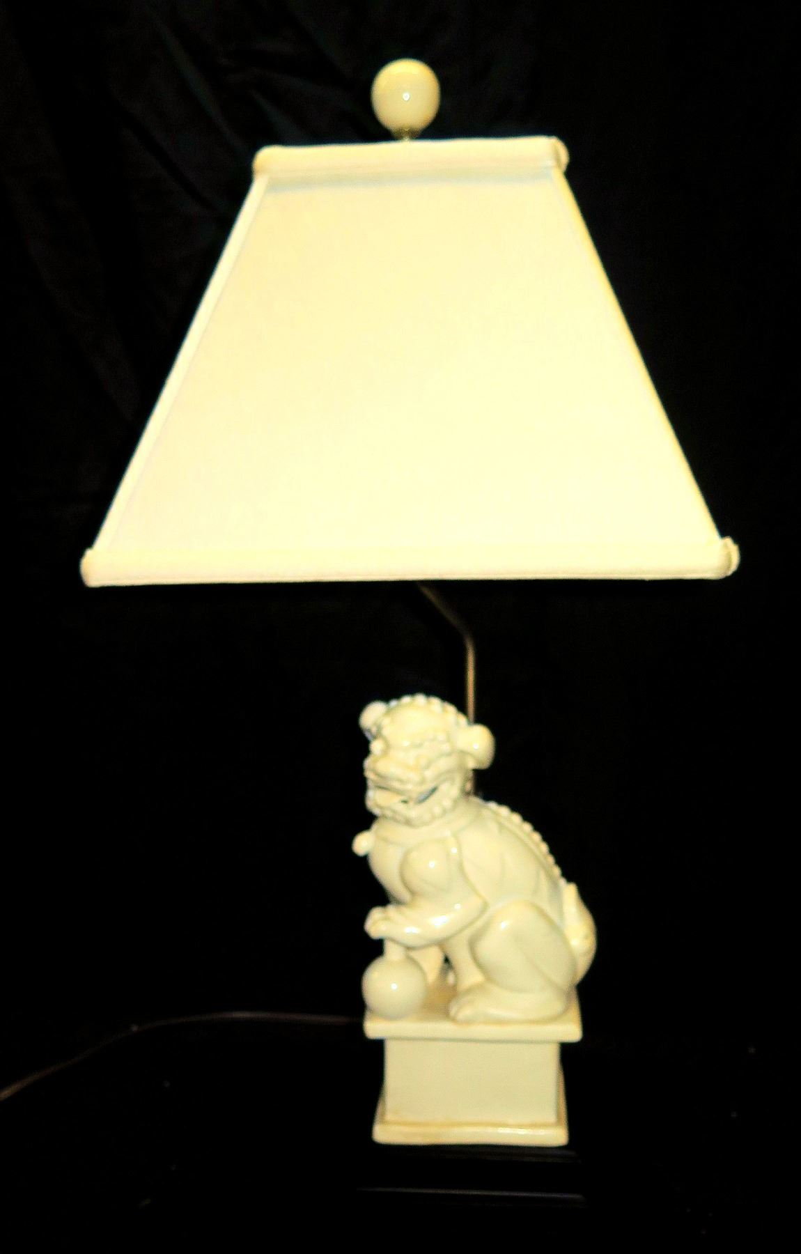 White Ceramic Foo Dog Chinese Lion Table Lamp W Shade 28 H Oahu Auctions