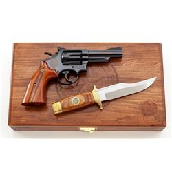 TX Ranger Edition S& W Model 1903 Revolver  Knife