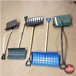 Tote Lot: 5 Snow Shovels