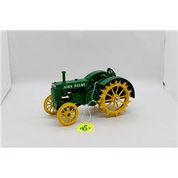 John Deere 2 cylinder tractor on steel wheels 1:16