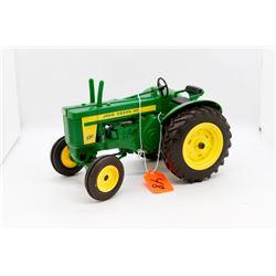 John Deere 720 toy tractor 1:16