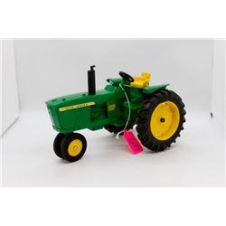 John Deere 2520 toy tractor 1:16