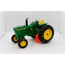 John Deere 3020 toy tractor 1:16
