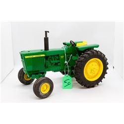 John Deere 4520 diesel toy tractor 1:16