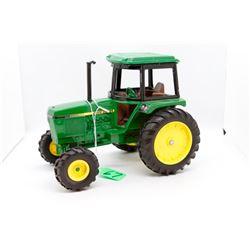John Deere fwa tractor 1:16