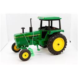 John Deere 4040 toy tractor 1:16