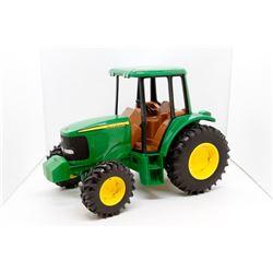 John Deere toy tractor 1:16 plastic