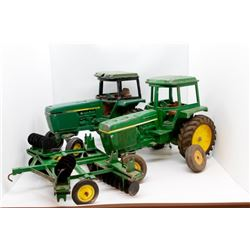 Various used John Deere toys *one front end tire broken*