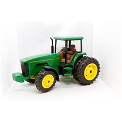 John Deere 8400 toy tractor 1:16 used