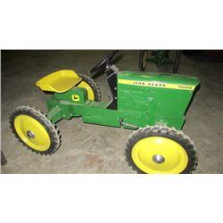 John Deere 7020 4x4 pedal tractor