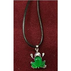 Elegant Ladies Green Jade Frog Pendant Necklace