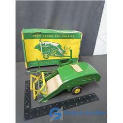 John Deere Toy Combine (Pull Type)