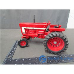 IH 966 Farmall Die Cast Tractor 1:16 Scale