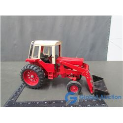 IH 1586 w/ Loader Die Cast Tractor 1:16 Scale