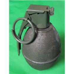 ONE LEMON TYPE DISPLAY GRENADE (FULL SIZE NOVELTY GRENADE) *GREAT FOR MILITARY COLLECTORS OR MAN CAV