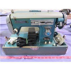 KENMORE ZIG ZAG DELUXE ELECTRIC SEWING MACHINE & CASE