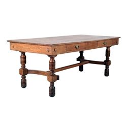 Farmhouse Quarter Sawn Oak Table circa 1890-1900