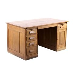 Early 1900 Quarter Sawn Oak Executive Desk