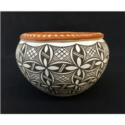 Detailed Handmade Acoma Pot - Signed