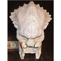 PREDATOR HEAD WITH MANDIBLES FIBERGLASS MASTER 2