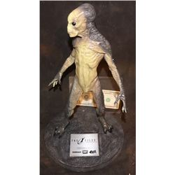 THE X-FILES FIGHT THE FUTURE ALIEN MAQUETTE #406 STILL SEALED! NICEST BOX!