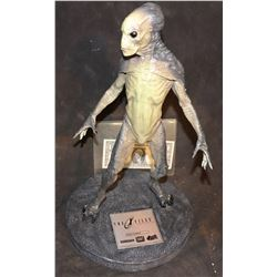 THE X-FILES FIGHT THE FUTURE ALIEN MAQUETTE #412 STEAL SEALED!