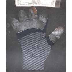 SPIDER-MAN FAR FROM HOME STEALTH GLOVE PANEL 2