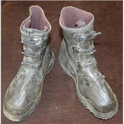 ZZ- BUBBLE BOY SCREEN USED BOOTS JAKE GYLLENHAAL THE ONLY PAIR