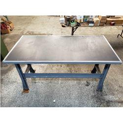 60x30x34 Metal Table