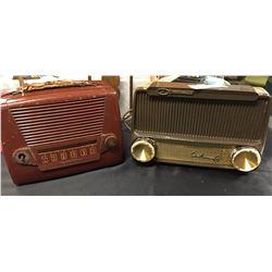 2 Vintage Radios. Motorola and a Philco. Very Nice Shelf Displays. 1940s-1950's
