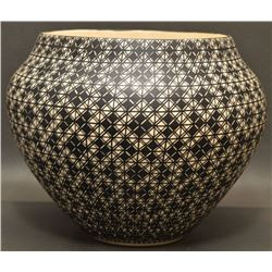 ACOMA INDIAN CERAMIC OLLA (GREG VICTORINO)