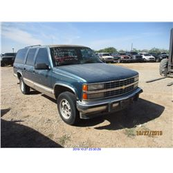 1993 - CHEVROLET SUBURBAN/SALVAGE TITLE
