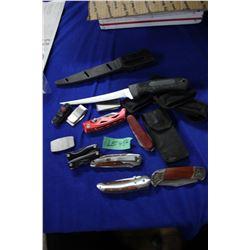 Bag of 12 Knives & Sheaths